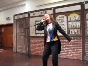 Birgit Menger mit dem Kreppel-Lied